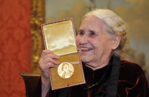 דוריס לסינג עם פרס נובל