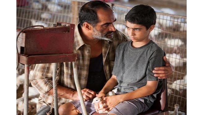 """הסרט הישראלי """"באבא ג'ון"""": מה קורה כשאלוהים לא יוצא לחופשה, ומה הקשר לבחינת הבגרות באנגלית"""